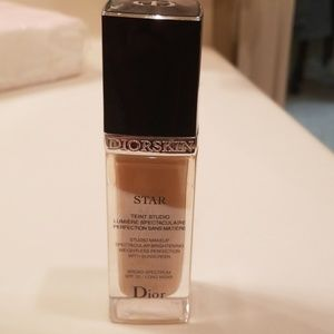 Dior star foundation 021